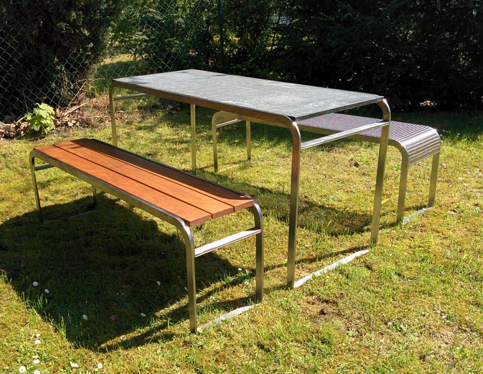 stool m bel aus edelstahl in www stone kurz notiert. Black Bedroom Furniture Sets. Home Design Ideas
