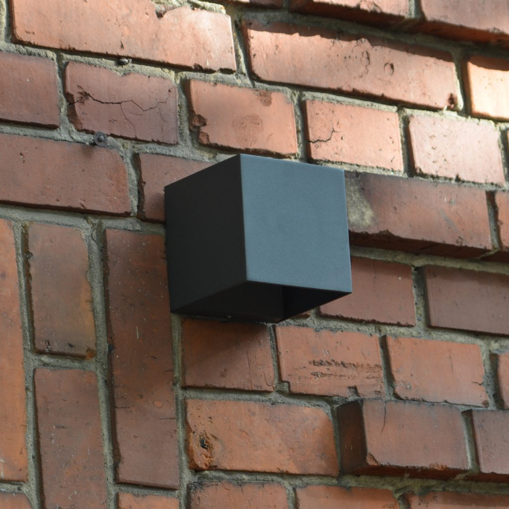 Block an Fassade
